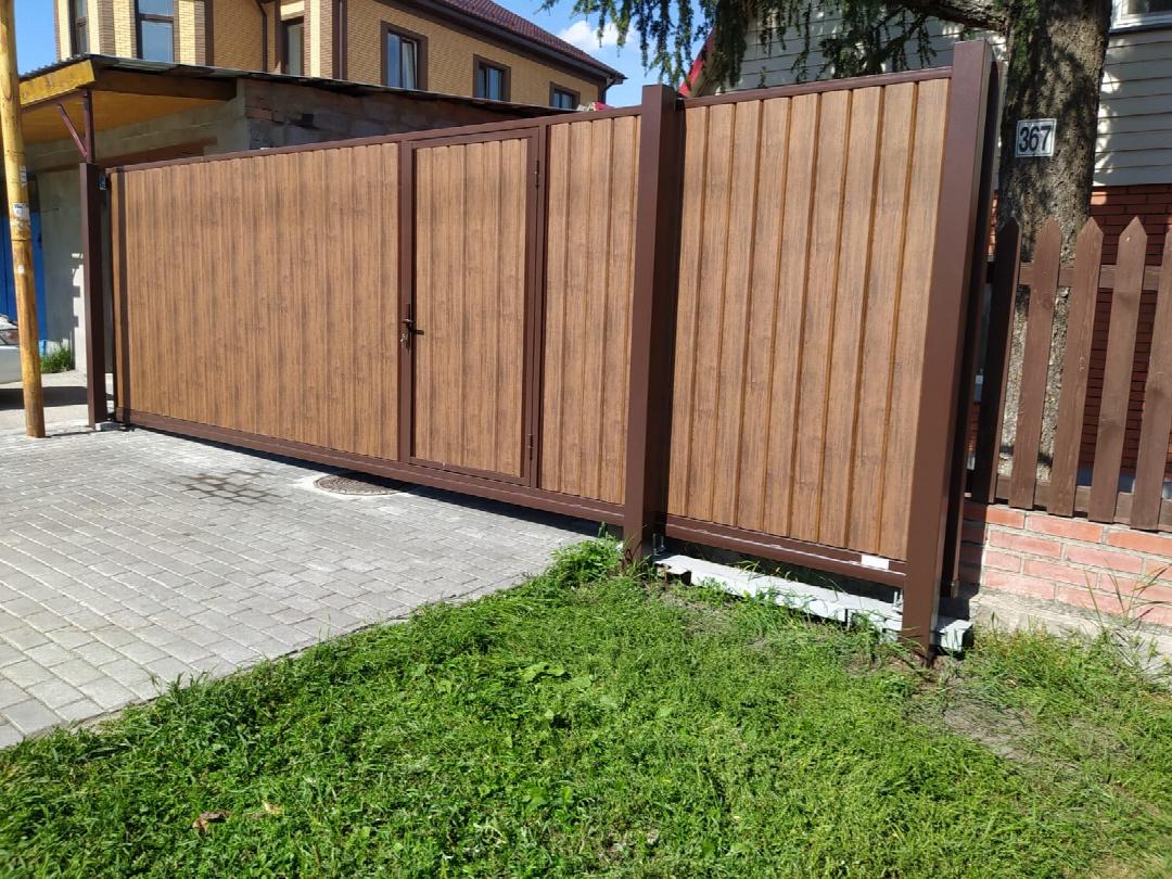 Откатные ворота стальные в частный дом